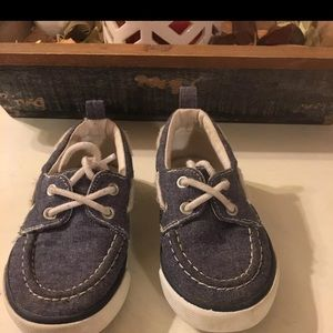 ✨5/$25 Boat Shoes Boys Size 8